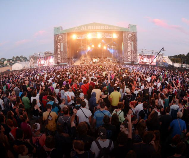 Escenario festival Alrumbo