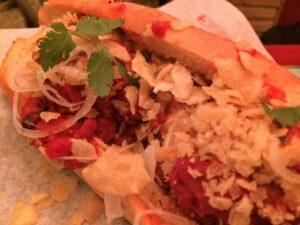 Cafeteria Faustino hot dog de albóndigas