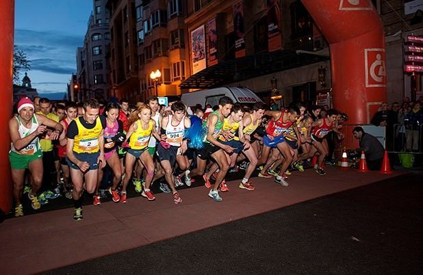 Salida corredores carrera San Silvestre Zaragoza