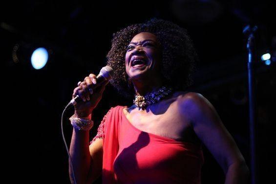 Concierto de blues de Trudy Lynn en Las Armas